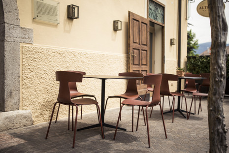 Alte Post Weinstube - REMO plastic chair, MISTER X table